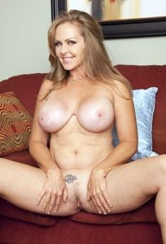 Dyanna Lauren
